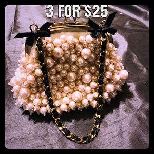 Adorable NWOT Pearl Clutch w/ Black Bows